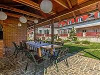 Pohled od grilu - rekreační dům k pronájmu Drevníky
