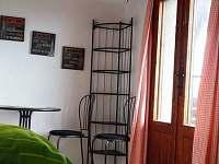 Ložnice s balkonem - chata k pronájmu Nová Živohošť