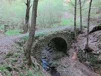 místní starobylý kamenný most
