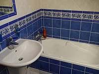 Koupelna v patře v domě - Třebestovice