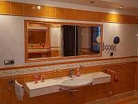 spodní koupelna v domě - Třebestovice