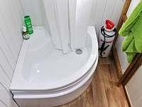 Koupelna se sprchovým koutem - chata k pronájmu Velké Popovice