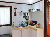 Plně vybavený kuchyňský kout - chata k pronajmutí Velké Popovice