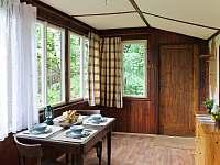 Veranda s výhledem do lesa - pronájem chaty Velké Popovice