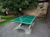 Venkovní pingpongový stůl