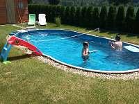 dětská skluzavka jak na trávu, tak i do vody