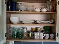 nádobí je většinou nové - pronájem rekreačního domu Nesperská Lhota