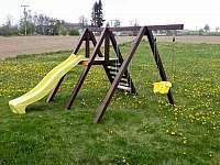 Dětské hřiště - pronájem chalupy Prčice