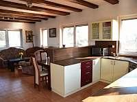 Kuchyň + obývací pokoj - chalupa k pronajmutí Prčice