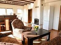 Obývací pokoj - chalupa k pronájmu Prčice