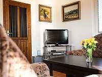 Obývací pokoj - pronájem chalupy Prčice
