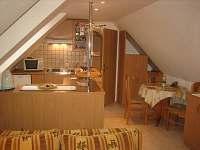 Apa.č1 vlastní vchod s terasy kuchyňka