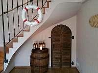 Obývací pokoj - vstup do vinárny - chata k pronajmutí Měřín