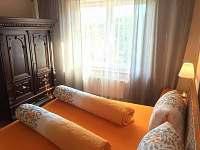Pokoj 1- 1patro - chata k pronájmu Měřín