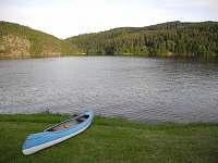 Menší pláž u Slapské přehrady (120 m od chaty).