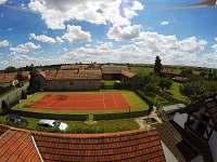 Soukromý tenisový kurt