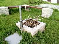 ohniště s grilem - rekreační dům k pronajmutí Sázava - Černé Budy