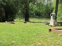 pohled z venkovního sezení na řeku