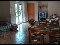 Obývací pokoj - pronájem chaty Sázava