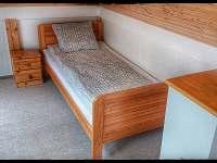 Podkroví ložnice s dvěma lůžky - chata k pronájmu Sázava
