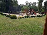 Dětské hřiště - chata ubytování Chodouň