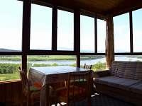 Výhled z verandy chaty č. 18