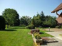 zahrada1 - chalupa ubytování Sobětice