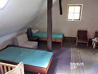 ložnice má dětskou postýlku - Nuzerov