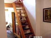 mlynářské schody do podkroví - chalupa k pronajmutí Nuzerov