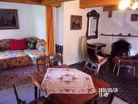 společenská místnost: rozkládací gauč - chalupa ubytování Nuzerov
