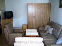 Obýváček-sedací souprava,TV,SAT,skříň,komody