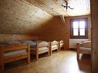 Pokoj 1. měnitelná kapacita lůžek - pronájem srubu Lipka na Šumavě