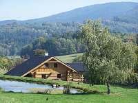 Srub Hartunkov II - na pozadí Kraví a Kuní hora