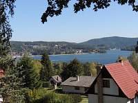 Výhled z chaty na jezero