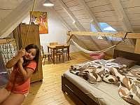 Ložnice 4 s houpačkou pro děti a hamakou pro dospěláky - Úbislav V Dílech