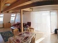 Obývací pokoj s kuch koutem
