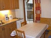 Kuchyně růžového apartmánu