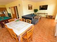 Obývák s kuchyní a kulečníkem - Frymburk