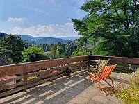 Výhled z terasy na Jezerní stěnu - apartmán ubytování Zelená Lhota