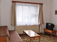 obývací pokoj - chalupa k pronajmutí Podmokly