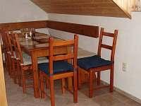 Jídelní stůl - chalupa k pronajmutí Železná Ruda - Špičák