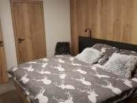 velká ložnice - pronájem apartmánu Nová Pec