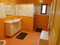 Oranžová koupelna - pronájem chalupy Žďár u Nalžovských Hor
