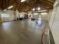 Společenská místnost - sportovní vybavení - Žďár u Nalžovských Hor