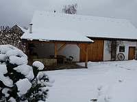 Venkovní posezení s grilem a stodola - Žďár u Nalžovských Hor