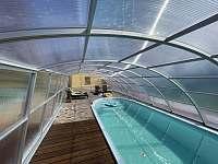 vyhřívaný bazén se zataženým zastřešením - Žďár u Nalžovských Hor