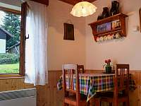 Kuchyně - jídelní stůl pro 3 osoby - chalupa ubytování Horní Planá - Hory