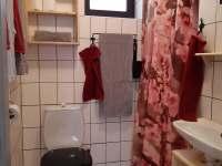 Chata č. 2 - koupelna se sprchovým koutem, wc - k pronájmu Hnačov