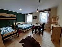 Chata č. 2 - obytná místnost, 4 lůžka - pronájem Hnačov
