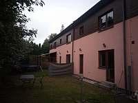 zahrada - rekreační dům ubytování Lipno nad Vltavou